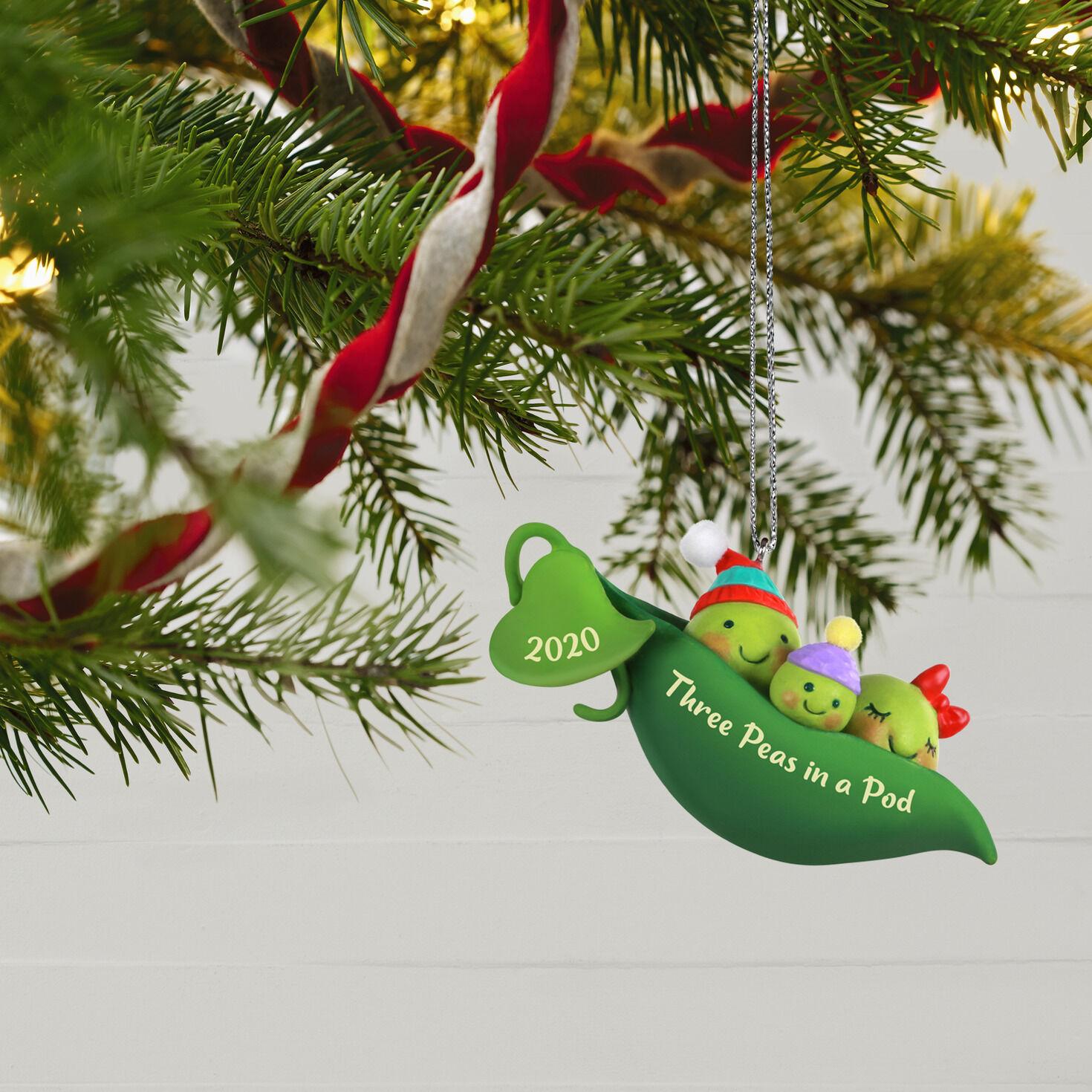 2014 Hallmark New Parents Peas In a Pod Keepsake Ornament Brand New!!!