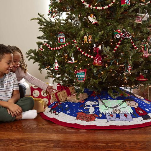 Charlie Brown Christmas Decorations.Peanuts A Charlie Brown Christmas Tree Skirt With Light